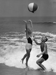 We Love: Retro Beach Photography