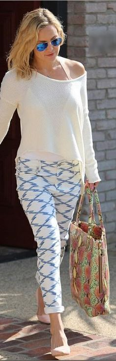 Not a fan of the bag but the rest of the outfit is quite chic.