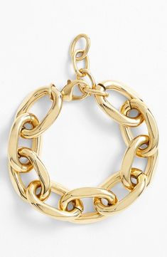 Infatuated with this chunky gold link bracelet.