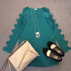 Green long sleeved shift dress The perfect dress for the holidays! Great for any holiday party!  cut out down the long sleeves of this tobi green shift dress. Size small, never worn! Tobi Dresses