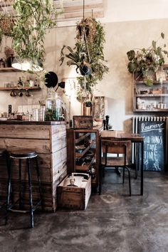 Roamers : Photo, lovely cafe style, rustic, wood, charme, warm atmosphere