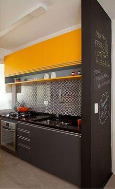 bucatarie negru cu galben