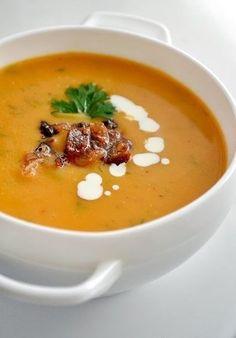Суп из тыквы и помидоров с беконом