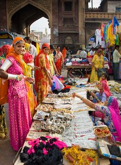 India - Bazar Rajasthan by Annabelle Breakey