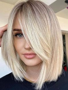 We're going to show off you here best bob haircust with beautiful blonde shade. This is one of those haircuts which are universally flattering styles nowadays. You just need to see here and try this fantastic bob cut for latest hair looks in 2020. Shaggy Bob Haircut, Blonde Bob Haircut, Bob Haircut With Bangs, Lob Haircut, Blonde Hair, Modern Bob Hairstyles, Best Bob Haircuts, Hairstyles Haircuts, Hair Color Pixie Cut