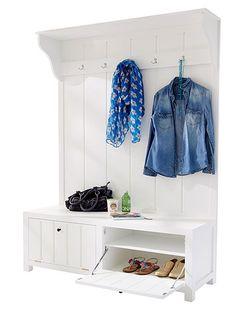Die Wandgarderobe im Landhausstil ist eine gesunde Mischung aus Garderobe, Bank, Regal und Schuhschrank. Schauen Sie selbst bei car-Möbel!