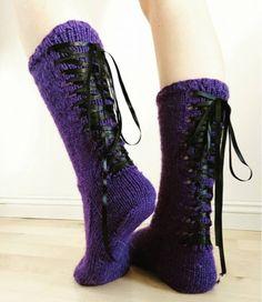 Toissapäivänä puikoilta putosi liilat nyörisukat, jotka tein omalla ohjeella. Kun jaoin kuvan Facebookissa, toiveena oli, että jakaisin näi... Knitting Socks, Mittens, Combat Boots, Knitting Patterns, Slippers, Wedges, Shoes, Fashion, Knit Socks