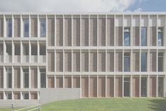 the-facade-is-a-simple-grid-in-brick-and-pre-cast-concrete (700×467)