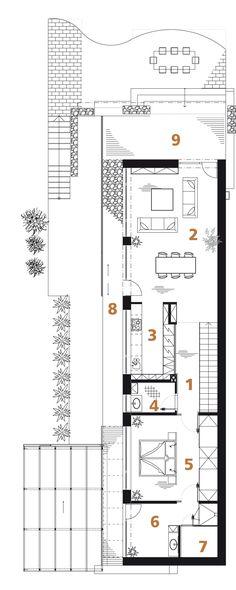Půdorys patra: 1) hala 2) obývací pokoj 3) kuchyň 4) WC 5) ložnice 6) koupelna 7) sauna 8) ochoz 9) terasa.