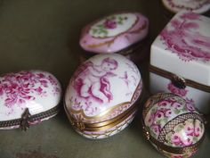 Gorgeous snuffboxes really prettied up a revolting habit.