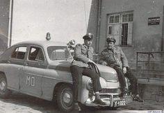 milicjanci i samochód Warszawa Old Police Cars, Old Magazines, Emergency Vehicles, Warsaw, Retro, Cars And Motorcycles, Monster Trucks, Childhood, Trucks