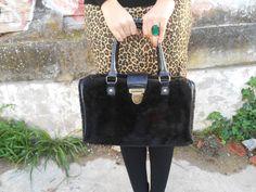 http://unachicasual.blogspot.com.es/2014/01/leopard-skirt.html  falda lápiz, medias, bolso, anillo, pencil skirt, tights, ring, negro, leopardo, verde esmeralda, black, leopard, green, moda, fashionblog, fashionblogger, look, ootd, outfit