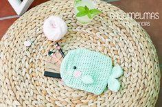 Patrón gratis amigurumi de estuche o guardatodo Espero que os guste tanto como a… Crochet Coin Purse, Crochet Hats, Crochet Projects, Purses And Bags, Knitwear, Free Pattern, Beanie, Knitting, Mini