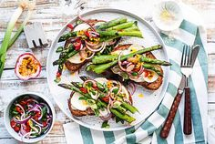 Bruschetta, Fresh Rolls, Cobb Salad, Sandwiches, Veggies, Low Carb, Ethnic Recipes, Chili, Food