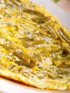 Омлет със зелен фасул, тиква и синьо сирене