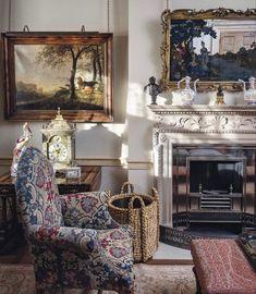 Antique Interior, Living Room Lounge, Home Living Room, Living Spaces, Dining Room, Beautiful Living Rooms, Beautiful Interiors, Wilton House, English Country Decor