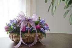 Flower arrangement / Arreglo Floral http://boutique.prunier.mx/collections/les-paniers/products/lapin-panier