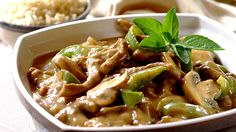 Beef Stroganoff is a tasty traditional Russian dish consisting of Beef strips cooked in a sour cream sauce Easy and delicious 17075 - Healthy Food Network Indian Food Recipes, Beef Recipes, Healthy Recipes, Ethnic Recipes, Stroganoff Recipe, Beef Stroganoff, Restaurants, Mushroom Casserole, Bons Plans