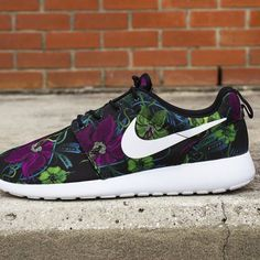 Resultado de imagen para Nike Roshe Run sneakers are awesome. But which pair to choose? In search of the perfect Nike Roshe Run sneakers. #Fitgirlcode 1 a
