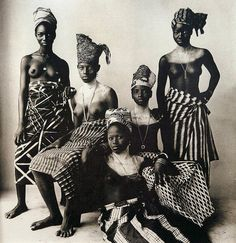 IRVING PENN :FIVE DAHOMEY GIRLS, TWO STANDING, 1967