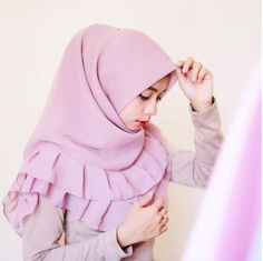 style segiempat © 2016 brilio.net Hijab Dress, Hijab Outfit, Dress Muslimah, Hijab Wear, Moslem Fashion, Simple Hijab, Hijab Tutorial, Girl Hijab, Lace Evening Dresses