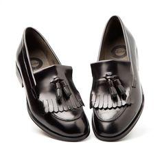 TAMMI black Fringe tassel Loafer @beatnikshoes   - Handmade in Spain  in genuine leather. Worldwide shipping by UPS. € 129,99