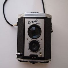 Vintage Brownie Reflex Camera Made in England by KODAK L.TD London Look what I found on @eBay! http://r.ebay.com/P1nXaw