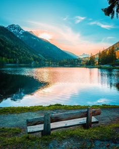 Champex-Lac in the canton of Wallis, Switzerland Good Morning Everyone, Canada, Switzerland, Places To Go, Things To Do, Paradise, Mountains, Instagram Posts, Photography