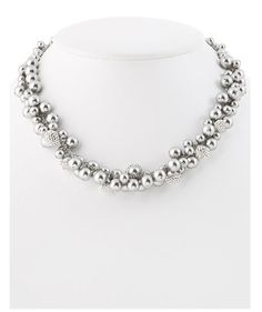 Obsessed with this modern take on the pearl necklace!!