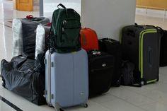 Pakkeliste til skiferie - Se alt du skal have med på skiferien her Buy Luggage, Carry On Luggage, Travel Luggage, Cheap Luggage, Luggage Deals, Small Luggage, Luggage Brands, Luggage Store, Travel Expert
