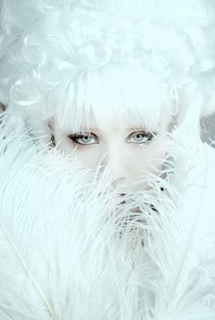 Most Popular white hair fantasy female ice queen Ideas Snow Queen, Ice Queen, Arte Yin Yang, Ice Princess, Winter Princess, Monochrom, Shades Of White, Colorful Makeup, Winter White