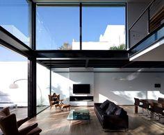 לעצב תחת מגבלות: הצצה לבית מסקרן במרכז הארץ | בניין ודיור