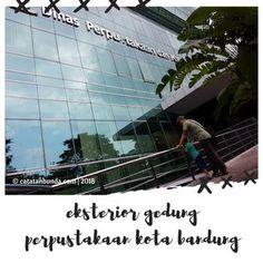 Saat hari terakhir libur sekolah, kami sempatkan untuk berkunjung ke gedung perpustakaan Kota Bandung. Di mana alamat lengkapnya? Berapa harga tiket masuknya? Ada buku apa saja di dalamnya? Ikuti cerita kami selengkapnya.