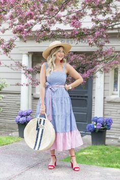 Just a girl standing on this winding pink path, asking if she can head on in to enjoy her breakfast burrito, yogurt parfait and second… Beautiful Summer Dresses, Simple Dresses, Pretty Dresses, Beautiful Outfits, Casual Dresses, Dress Hats, I Dress, Inverted Triangle Fashion, Girl Meets Glam