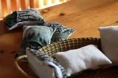 Hustenkissen z.T. aus altem Seidentuch / Cough pillows partly made from old silk scarf / Upcycling