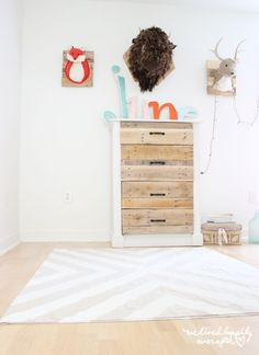 Paint a simple canvas drop cloth to make a patterned rug. 21 Gorgeous DIYs That Only Look Expensive Drop Cloth Rug, Canvas Drop Cloths, Drop Cloth Curtains, Easy Diy Projects, Home Projects, Project Ideas, Craft Ideas, Drop Cloth Projects, Stenciled Table
