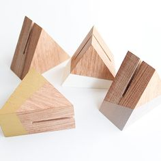 Triangle Prism Signage Holder - More Colors - Triangle Prism Signage Holder – More Colors Best Picture For diy crafts For Your Taste You are - Picture Holders, Photo Holders, Place Card Holders, Table Number Holders, Wood Projects, Woodworking Projects, Craft Projects, Wood Crafts, Diy And Crafts