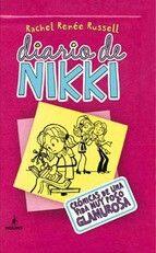 Diario de Nikki: CRONICAS DE UNA VIDA MUY POCO GLAMUROSA   Cuando el padre de Nikki es contratado para encargarse de la desinfección de un instituto de alto standing, no sólo consigue un trabajo para todo el año sino que a su vez consigue una beca para su hija. Y es ahí donde empieza el sinvivir de Nikki que se encuentra perdida de repente entre un mundo desconocido para ella: el d el pijerío. Enseguida conocerá a MacKenzie, una chica que siempre va a la última y que lidera el grupo GPS…