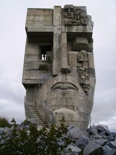 Mask of Sorrow, Magadan, Russia. I wonder if a sculpture resembling this could be made from pieces of scrap lumber. Amazing Architecture, Art And Architecture, Illustration Inspiration, Art Deco, Interesting Buildings, Sculpture, Brutalist, Abandoned Places, Statues