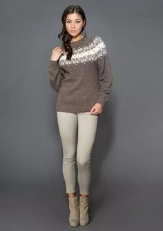 Genser med pattern by Olaug Beate Bjelland Knitwear Fashion, Fair Isle Knitting, Knitting Projects, Knit Crochet, Ravelry, Style Inspiration, Pullover, Womens Fashion, Pattern