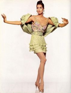 Valentino S/S 1991 Model : Yasmeen Ghauri Vogue Fashion, 90s Fashion, Fashion Brands, High Fashion, Winter Fashion, Fashion Show, Vintage Fashion, Womens Fashion, Boho Fashion