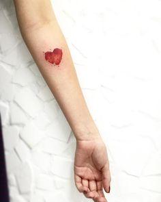 ❤️ Mais uma da Dani • coração em aquarela - • #tatuagemfeminina #tatto2me #cute #lcjunior #inspirationtattoo #equilattera #tattrx #hearttattoo #heart #coracaoaquarela #aquarela #watercolor #watercolour #inkstinctsubmission #arts_help