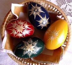jak zrobic oklejane sloma i nie tylko pisanki Painted Rocks, Hand Painted, Carved Eggs, Christmas Rock, Egg Art, Egg Decorating, Decoration, Easter Eggs, Diy And Crafts