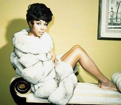 Google Image Result for http://www.decadentbeauty.net/wp-content/uploads/2012/03/stylish-savvy-sistah-diahann-carroll-01.jpg