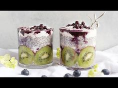 5 Fun Ways to Use Chia Seeds Chia seeds are hailed as a superfood – and for good reason. BBC Good Food notes how chia seeds come from the Salvia hispanica plant, common to Central and South Amer Chia Pudding, Healthy Food Options, Healthy Snacks, Eating Healthy, Healthy Hair, Chia Benefits, Health Benefits, Pudding Recipes, Pavlova