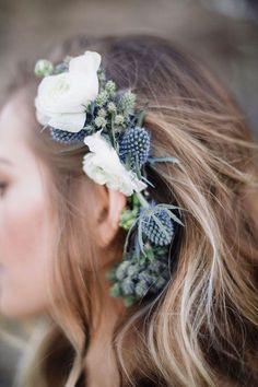 Love this blue thistle floral piece ~ we ❤️ this! moncheribridals.com
