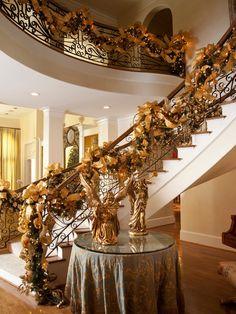 Decoração de Natal para guarda corpo em tom de dourado.  Fotografia: http://www.decorfacil.com