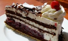 Foresta nera, la ricetta originale della torta tutta gustare | Planet Cake