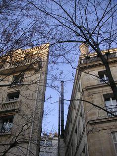 Regarder+vers+le+ciel+:+...+même+s'il+se+fait+étroit.+ Soleil+d'hiver. Réchauffe+au+moins+la+vue.  [jeudi+14+janvier+2010,+sortie+du+métro+Bonne+Nouvelle,+Paris,+milieu+d'après-midi]+|+gilda_f