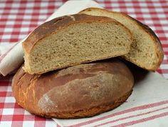 Julbröd. Ett gott bröd till jul. Baka eget julbröd. Detta blir ett hembakt halvmörkt bröd som är gott till julbordet.